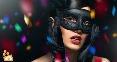 volto di ragazza con maschera nera