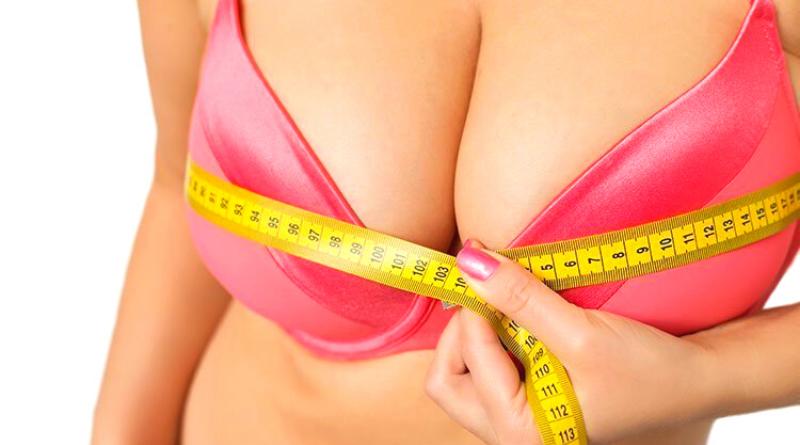 dorso di donna con centimetro intorno all'altezza del seno