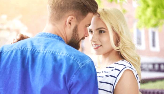 sfrutta il contatto casuale per flirtare
